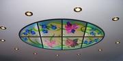 Витражные потолочные светильники,  потолочные витражи.