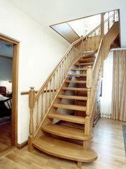 Лестницы деревянные  от  производителя.