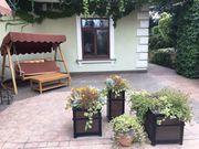 В Киеве дом с выходом в Ботанический сад.
